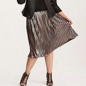 Torrid Silver Pleated Skirt
